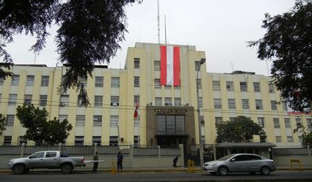 Sede principal del Ministerio de Salud. Av Salaverry 801 Jesús María